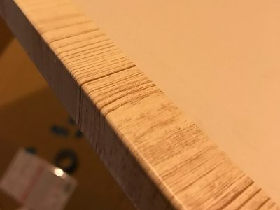 扉の木口部分(板の厚み)まで巻き込んで貼る