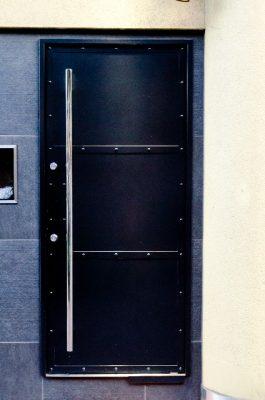 金属製のドア