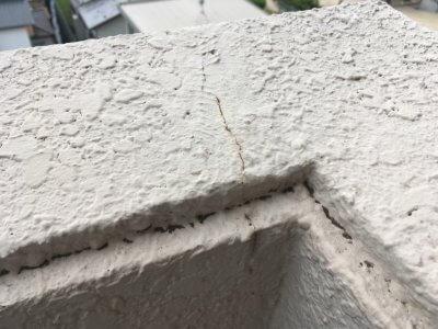 バルコニー手摺壁のひび