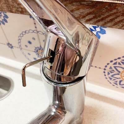 水栓のレバーを外す